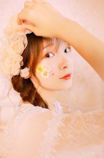低胸美女性感白纱美女唯美写真