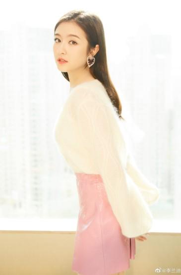 李兰迪超短裙甜美写真图片