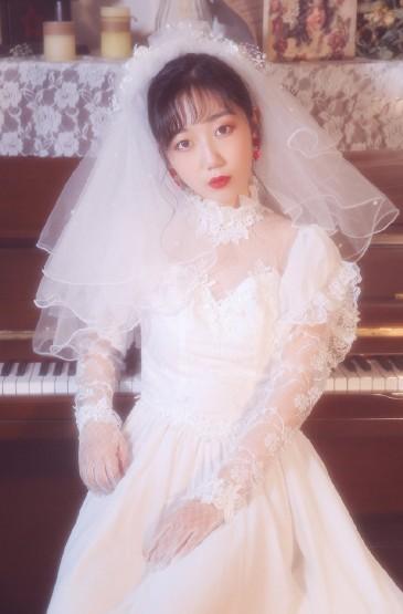 气质美女白色蕾丝婚纱性感写真
