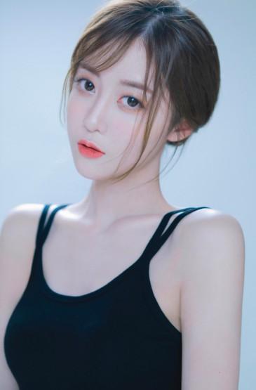 <性感吊帶美女白皙美腿撩人寫真圖片