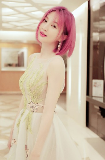 郑雅文红发甜美性感写真图片
