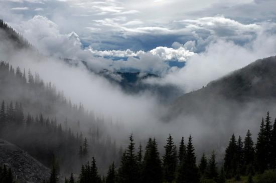 煙霧繚繞的唯美仙境桌面壁紙