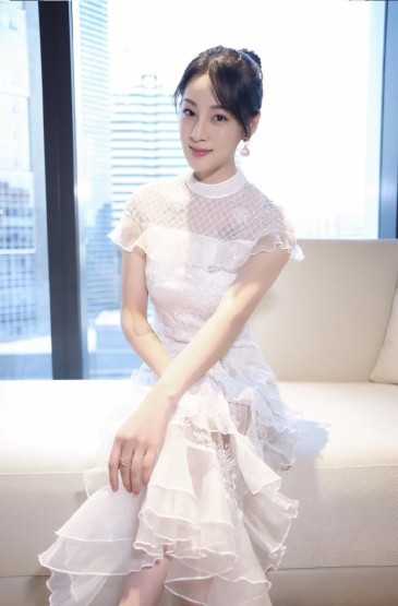 趙圓瑗蕾絲白裙性感寫真