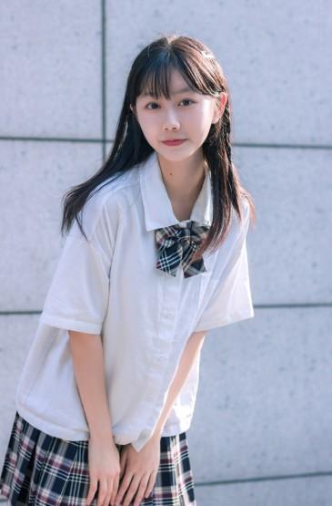 <日系制服美女清純誘人寫真圖片