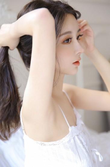 吊帶睡衣美女白嫩肌膚性