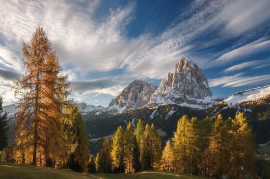 <壮观巍峨的雪山风景桌面壁纸