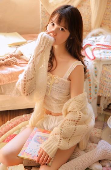 <睡衣美女嫩模白丝袜美腿美女图片