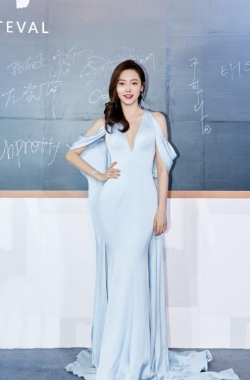 <黃夢瑩藍色禮服性感寫真圖片