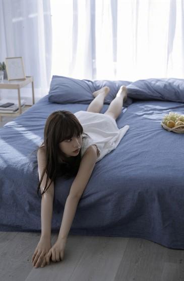 <齊劉海美女慵懶性感私房寫真圖片
