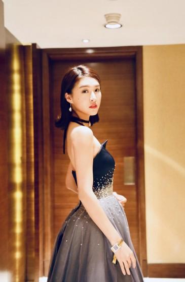 <杜雨宸藍色鑲鉆紗裙氣質甜美寫真
