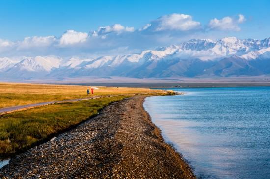 新疆賽里木湖唯美風景桌