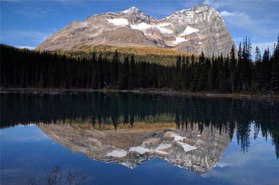 湖泊倒影唯美高清桌面壁