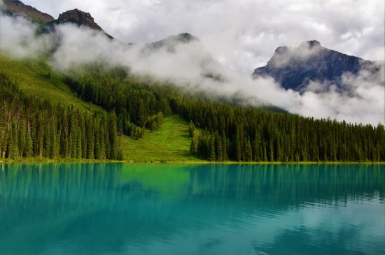 <秀丽唯美的湖泊风景桌面壁纸