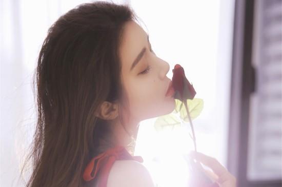 性感美女艳丽红裙写真桌面壁纸