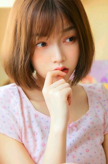 <短发萝莉美女性感美腿诱惑写真图片