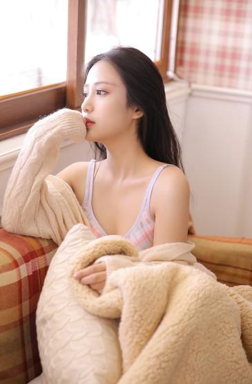 低胸美女尤物丰满性感美女图片