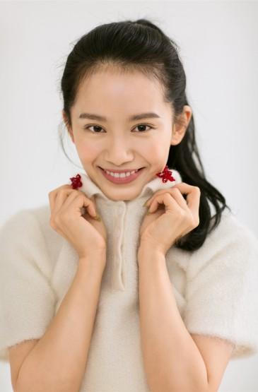 王禛白衣清新性感写真