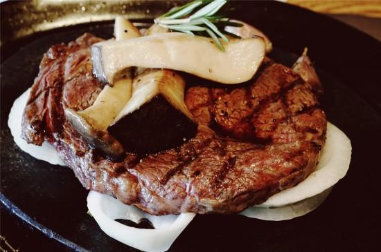 美味的烤牛排高清桌面壁