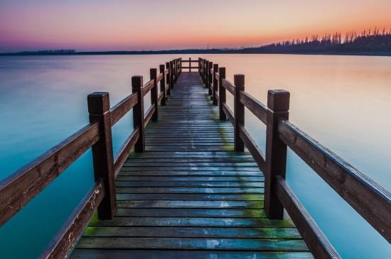 木桥湖泊唯美自然风景电脑桌面壁纸