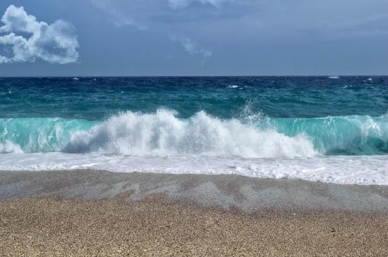 波涛汹涌的海浪图片桌面壁纸