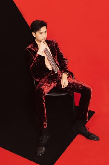 李现红丝绒西装帅气写真图片