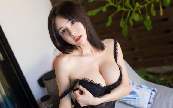 E罩杯巨乳美女少妇性感妩媚写真