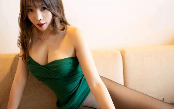 性感黑丝美腿美女私房沙发上诱惑写真