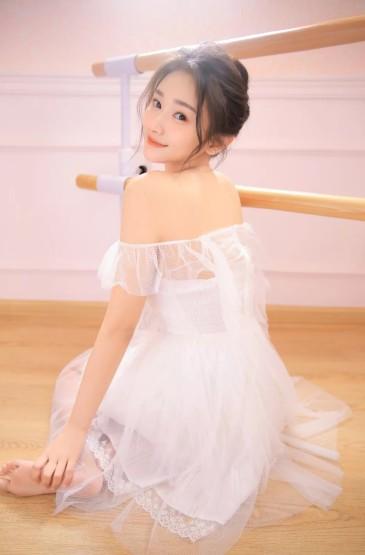 白色透明纱裙美女性感诱