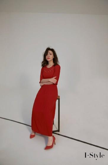 刘琳红色连衣裙优雅写真