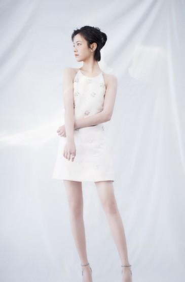 李庚希露背礼服性感写真