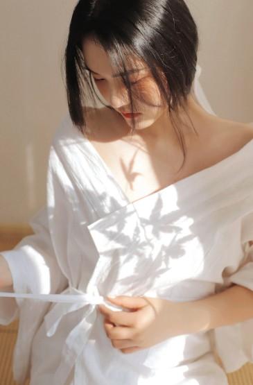 古风美女白皙肌肤性感写