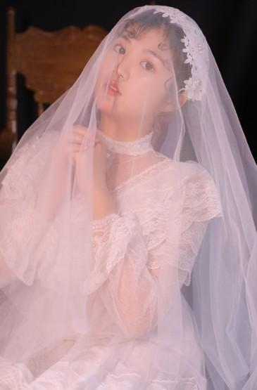 極品美女性感蕾絲婚紗誘人寫真圖片