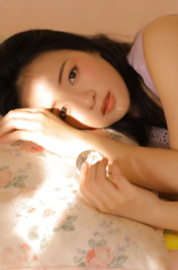 <極品性感美女白嫩美腿誘惑私房寫真圖片