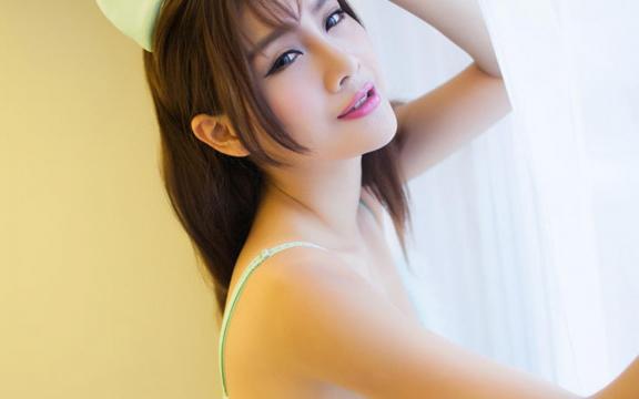 性感私房内衣诱惑美女白嫩酥胸风情写真
