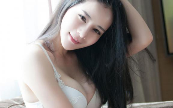白嫩私房巨乳美女诱人大胸唯美写真