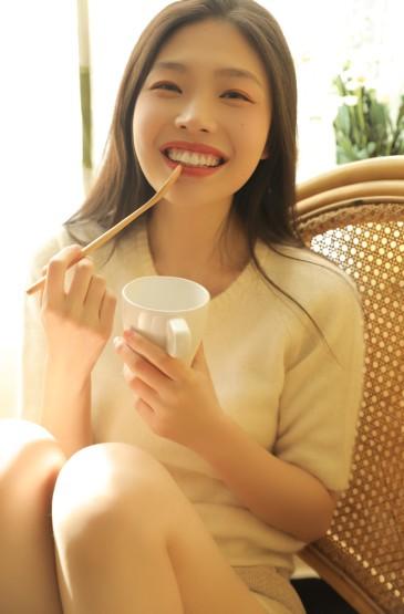 <長發美女性感俏麗美腿誘惑寫真圖片