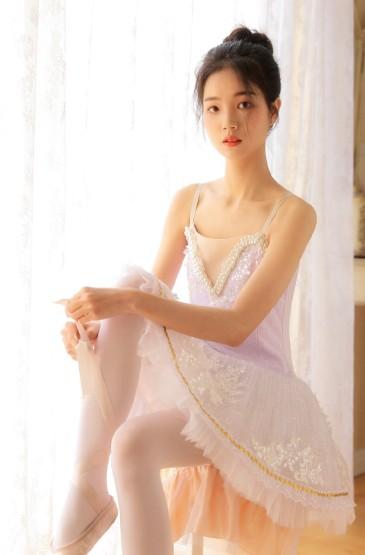 <吊帶裙美女白皙性感寫真圖片