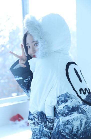 <王莫涵雪景优雅性感写真图片
