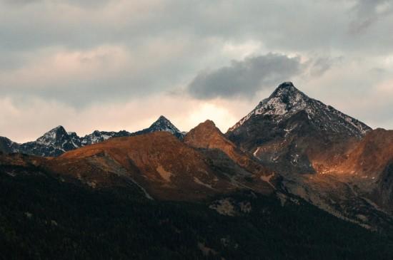 <优美山脉风景高清桌面壁纸