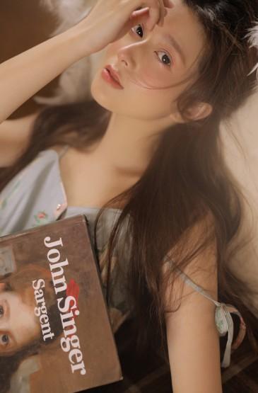 高顏值美女性感吊帶裙誘