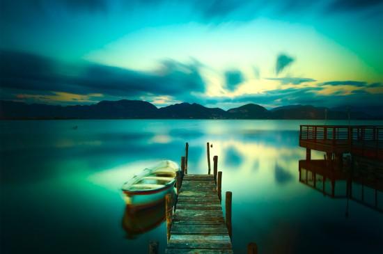 <山脉台阶路鲜花和草风景桌面壁纸