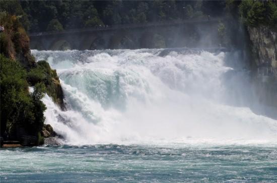 壮观自然瀑布高清桌面壁