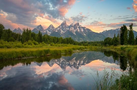 <美丽迷人湖泊山脉风景桌面壁纸