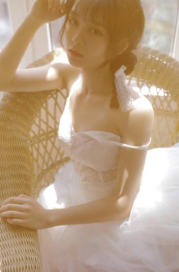 <蕾絲裙美女溫柔性感誘人寫真圖片