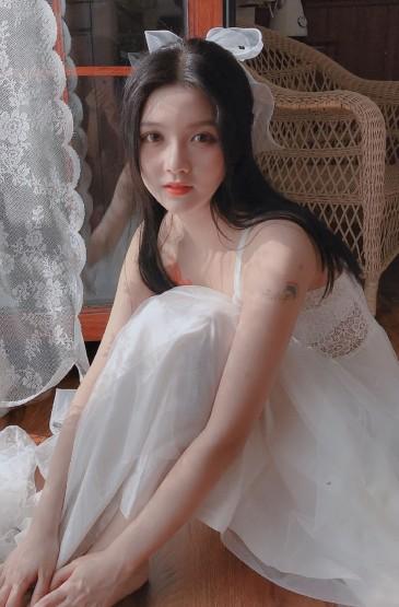 <透視裙美女白嫩性感迷人寫真圖片