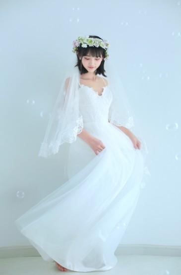 <性感美女尤物蕾絲吊帶婚紗誘人寫真