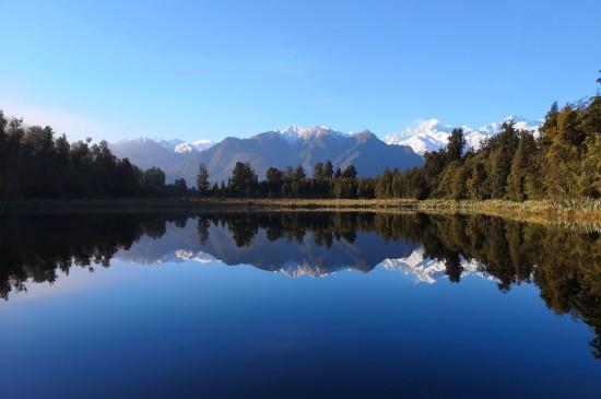 <绝美大自然湖泊风景图片桌面壁纸