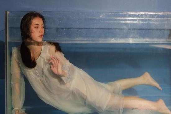 清純水中美女高清桌面壁