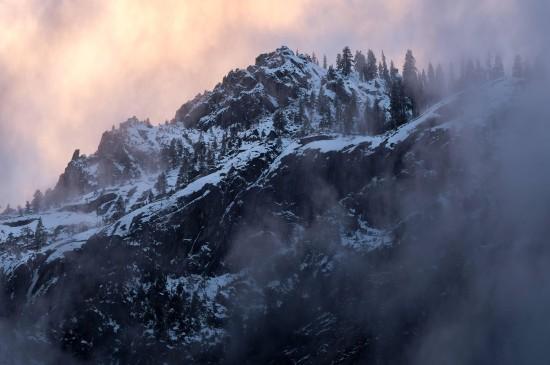 <大自然峻峭山脉风景桌面壁纸