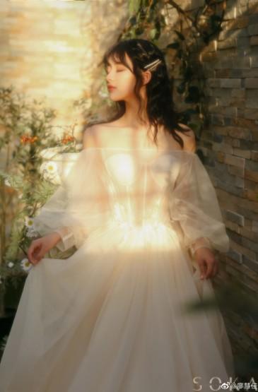 <極品美女透視紗裙白皙性感寫真圖片